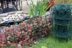 díszített kerti kerítés