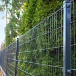 Egyedi színű táblás kerítésrendszer